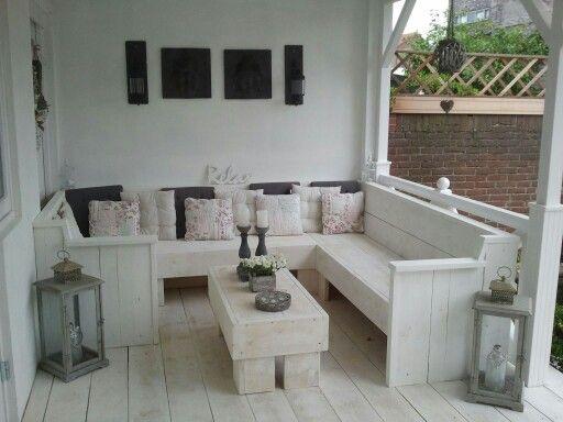 Overkapping met witte houten bank, romantic look!