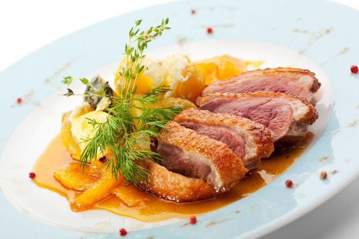 Mit dem Rezept für eine Entenbrust a l'orange lässt sich ein klassisches Gericht zaubern, das seit vielen Jahren bewährt ist und immer wieder gut ankommt.