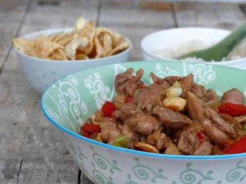 kip cashew - Een van de vele smakelijke recepten uit het boek Zoals alleen oma dat kan, van 24Kitchen chef Danny Jansen