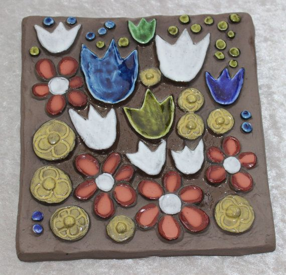 Ceramic plaque flowers by Annika Kihlman Jie by ThreeCrownsRetro, kr400.00