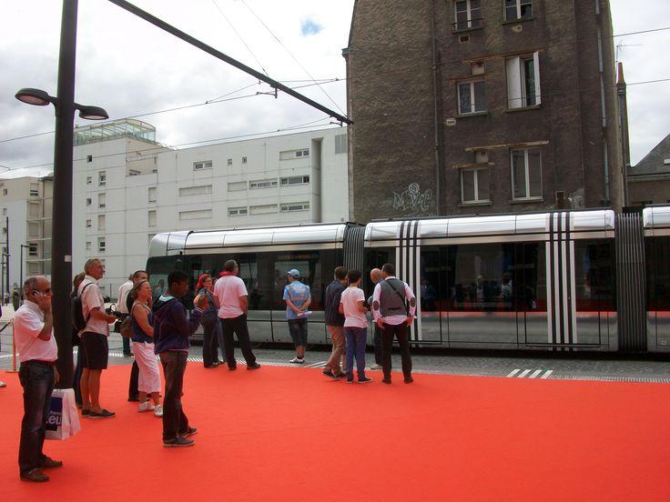 Le tram à la gare avec les immeubles du Vinci encore debout.