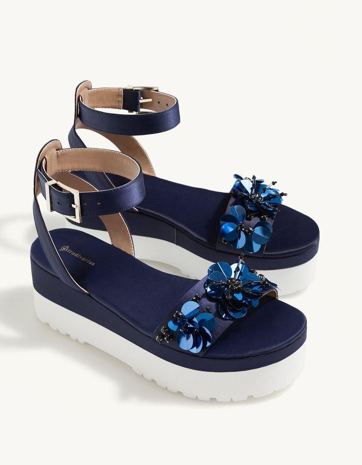 Sandales compensées satin fleurs - Chaussures à talon | Stradivarius France