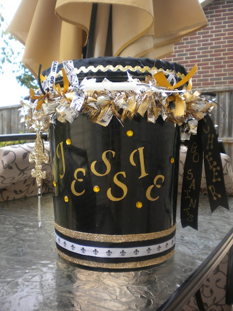 Great instructions for decorating a cheer bucket!