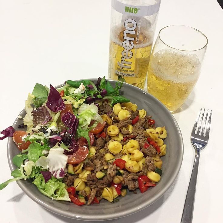 Lunchtime  60g boiled egg pasta mixed with 100g minced beaf meat and fried red paprika, zucchini, onion, garlic. On side fresh salad  (Rimi Provincial salad mix, tomato, 25g feta cheese). For drink 250ml Njie Freeno pear flavor sugar free sparkling water. Total 467 cal…