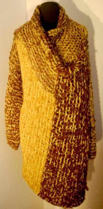 Abrigo en lana natural, con cinta.  US 150