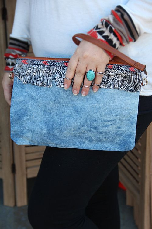 Denim Washed Fringe Clutch                                                                                                                                                     Más