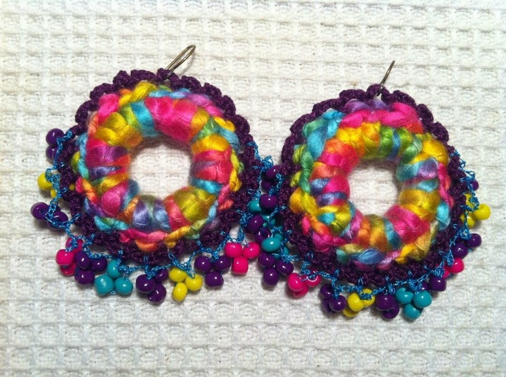 """Joyeria creativa, en crochet y tejidos, hecha con materiales no tradicionales. Envios a todo Chile y el mundo, preguntar por Inbox. Mira mi album de fotos """"Mis Joyas"""". Y dale me gusta a la página!    http://www.facebook.com/joyas.lindas.tejidas?ref=hl"""