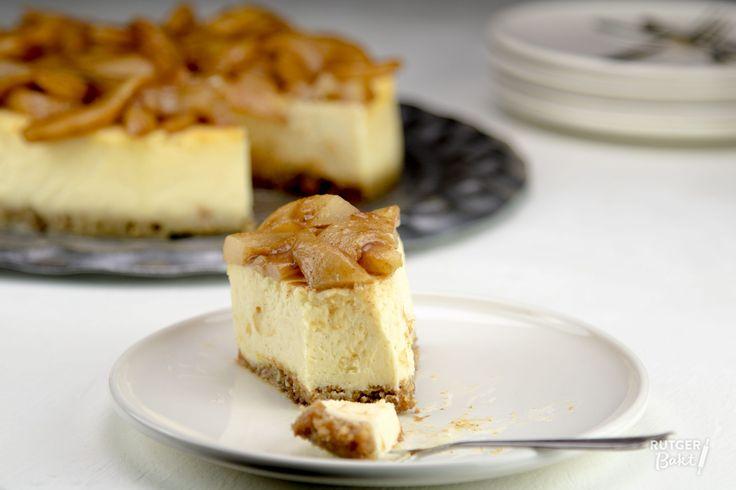 Geïnspireerd door Miljuschka ging ik aan de slag voor een heerlijke cheesecake met gekarameliseerde peer en een bodem van Italiaanse amandelkoekjes.