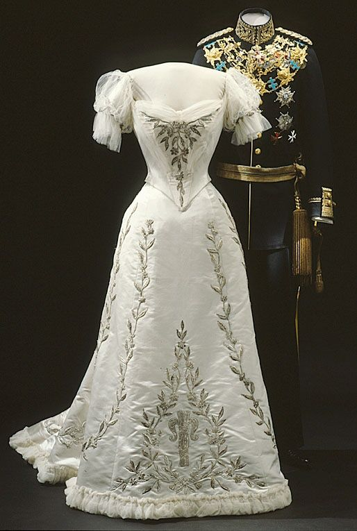 Evening dress of Queen Victoria of Sweden, 1906  From the Royal Armory and Hallwyl Museum