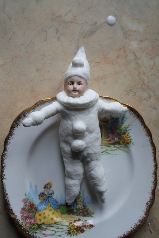 "cute snow kid to make using paperclay & an extra ""broken"" porcelain doll head (this photo goes to a Russian page with no photos or instructions....)"