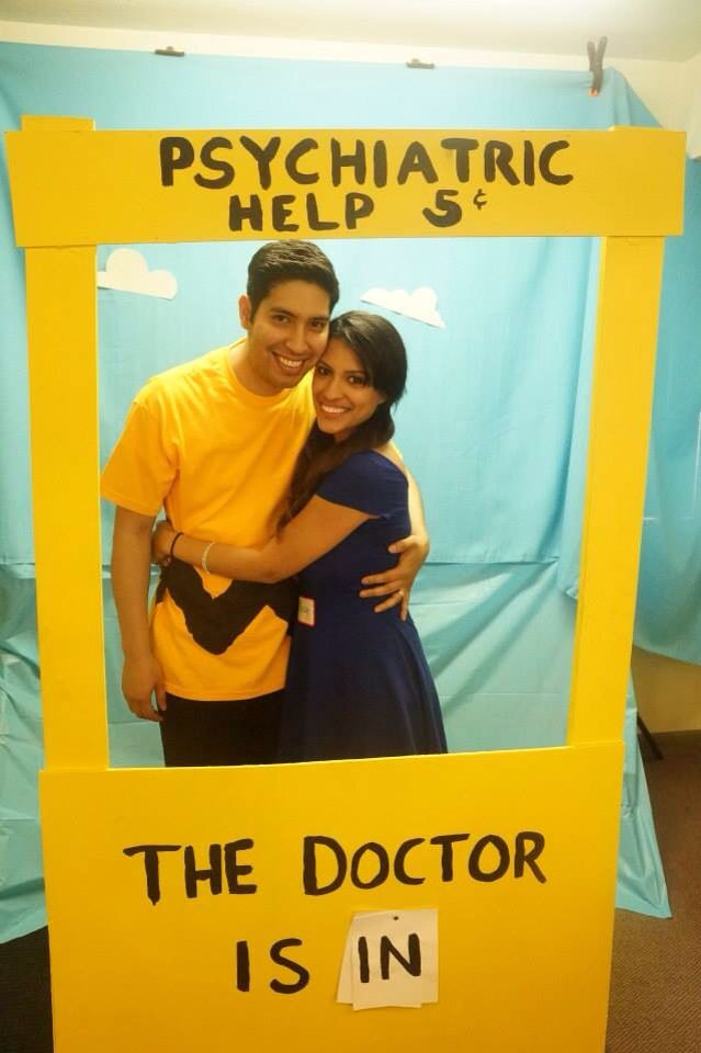 Lucy's psychiatric booth. DIY Photobooth prop! Lucy Van Pelt & Charlie Brown costume.
