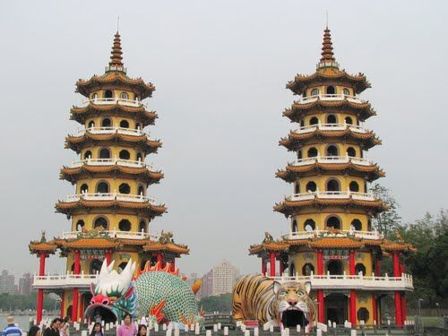 Day 4 - Spring & Autumn Pavilion is a temple located at Lotus Lake in Zuoying District, Kaohsiung City, Taiwan. The temple was built in 1976. One of the towers is the Tiger Tower, the other one being the Dragon tower. #AviaPromo #JalanJalan #Wisata #Holiday