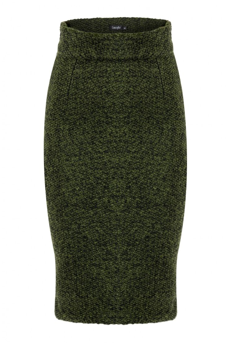 FOXTROT FANA Skirt i An impressive woolen piece, Concepto's  Foxtrot Fana skirt is a great example of this season's clever use of textures. The green blend of wool with a chunky pattern tailored in a classic pencil silhouette will keep you both warm and stylish! This midi length works perfectly with chic flats or this season's over-the-knee boots.