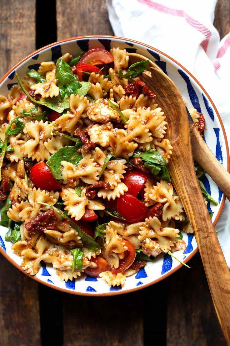 Ensalada De Pasta Italiana Con Tomate Rucula Y Mozzarella