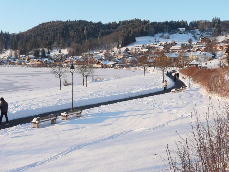 Die #Gemeinde #Hopfen am #See bietet wunderbare Strecken für einen ausgelassenen #Spaziergang, durch die verschneite #Winterlandschaft. Lassen Sie sich durch die märchenhafte Atmosphäre verzaubern.  http://www.dreimaederlhaus.de/de/
