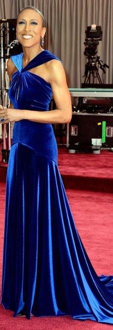 Robin Roberts in royal blue at the 2013 Academy Awards