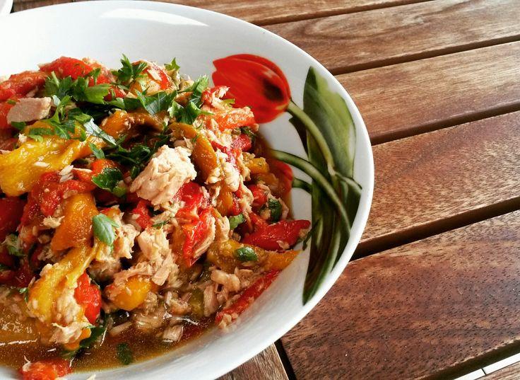 L'insalata di peperoni e tonno, oltre ad essere veramente gustosa, è dietetica e depurativa io la preparo durante la mia dieta disintossicante per depurare l'intestino. Questa fantastic…