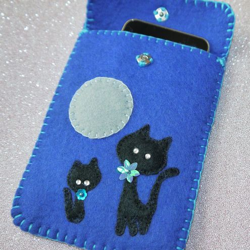 Black cats gadget case. #felt #crafts #cat #gadget #storage #cute #applique