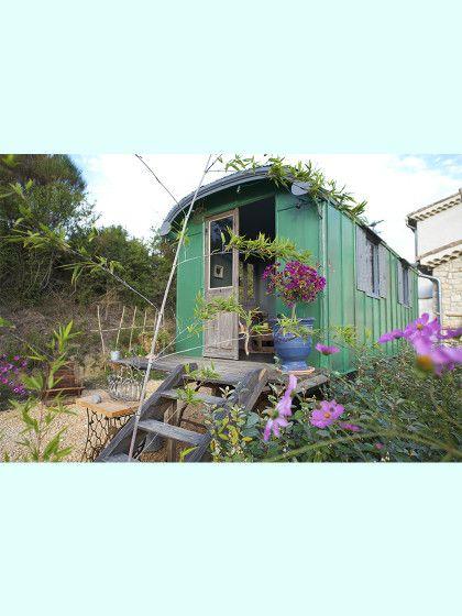 Dieser zuckersüßeWagon steht anFrankreichs Mittelmeerküste in dem wunderschönen StädtchenLanguedoc-Roussillon.