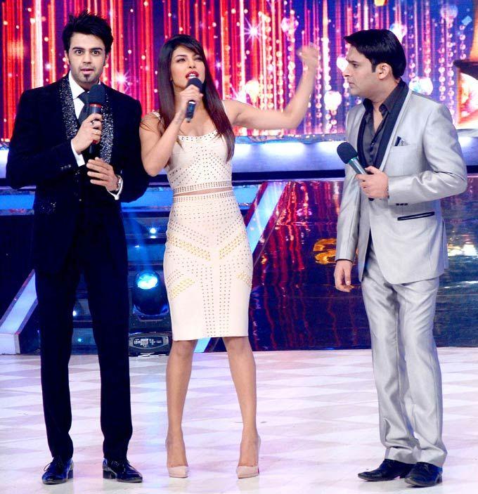 Priyanka Chopra with hosts Manish Paul and Kapil Sharma on the grand finale of 'Jhalak Dikhhla Jaa' #Bollywood #Fashion #Style
