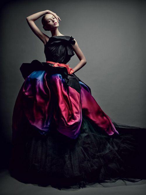 http://blogmegara.wordpress.com/2014/09/21/favoritos-de-pinterest-vestidos-pomposos/