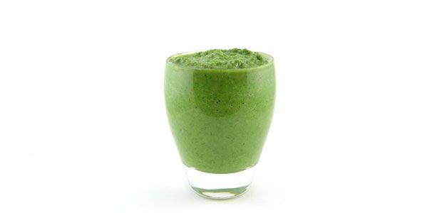 Dit is een echte groene smoothie. Deze boerenkool avocado appel smoothie smaakt erg lekker, zelfs met boerenkool. Natuurlijk ook vol vitamine en mineralen.