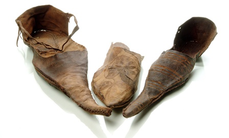 Pointy medieval shoes. For much of Henry VII's reign, clothing was still in the medieval style.