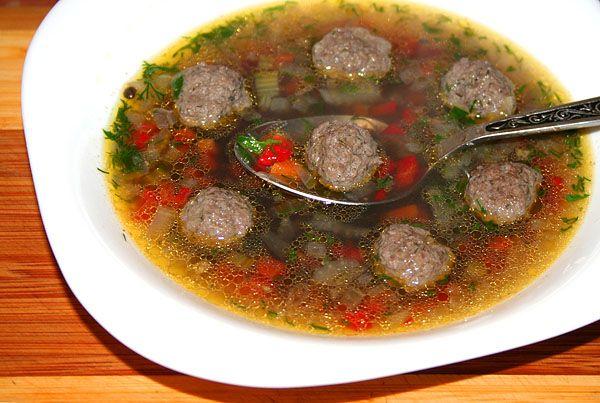 суп с фрикадельками и чёрной чечевицей