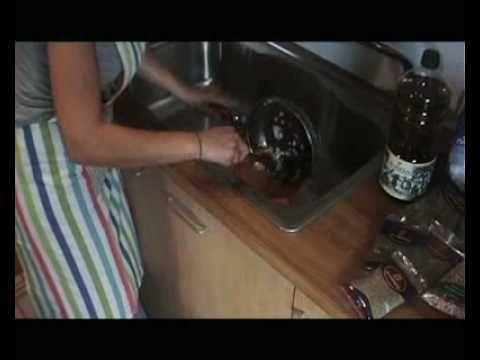 Συνταγές για τη γενιά των 700 ευρώ: Παραδοσιακά γιουβαρλάκια - YouTube