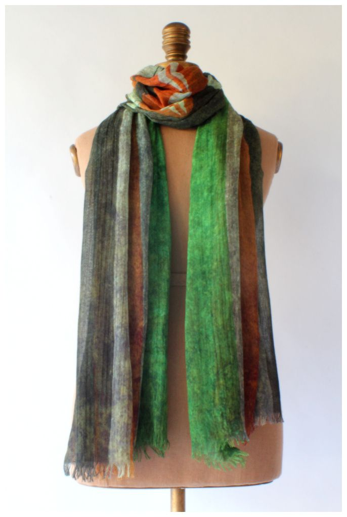 Africa comes alive in the earthy colours of the Kenyan flag.  Flag scarf by GUGU International.