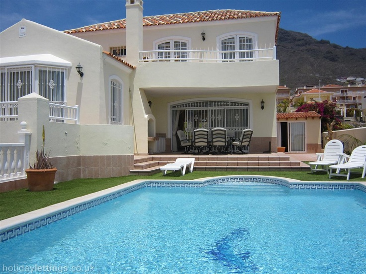 4 bedroom villa in Costa Adeje to rent from £1395 pw, with a private pool. Also with solarium, balcony/terrace, TV and DVD.