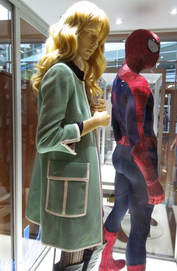 the amazing spider man 2 gwen stacy banner | Spider-man and Gwen Stacy costumes from The Amazing Spider-man 2 on ...