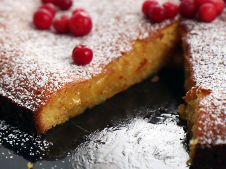 Vit kladdkaka med saffran och apelsin | Recept från Köket.se