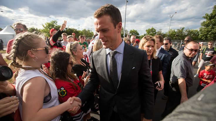 Jonathan Toews makes his way through the crowd at the Draft Fan Fest.