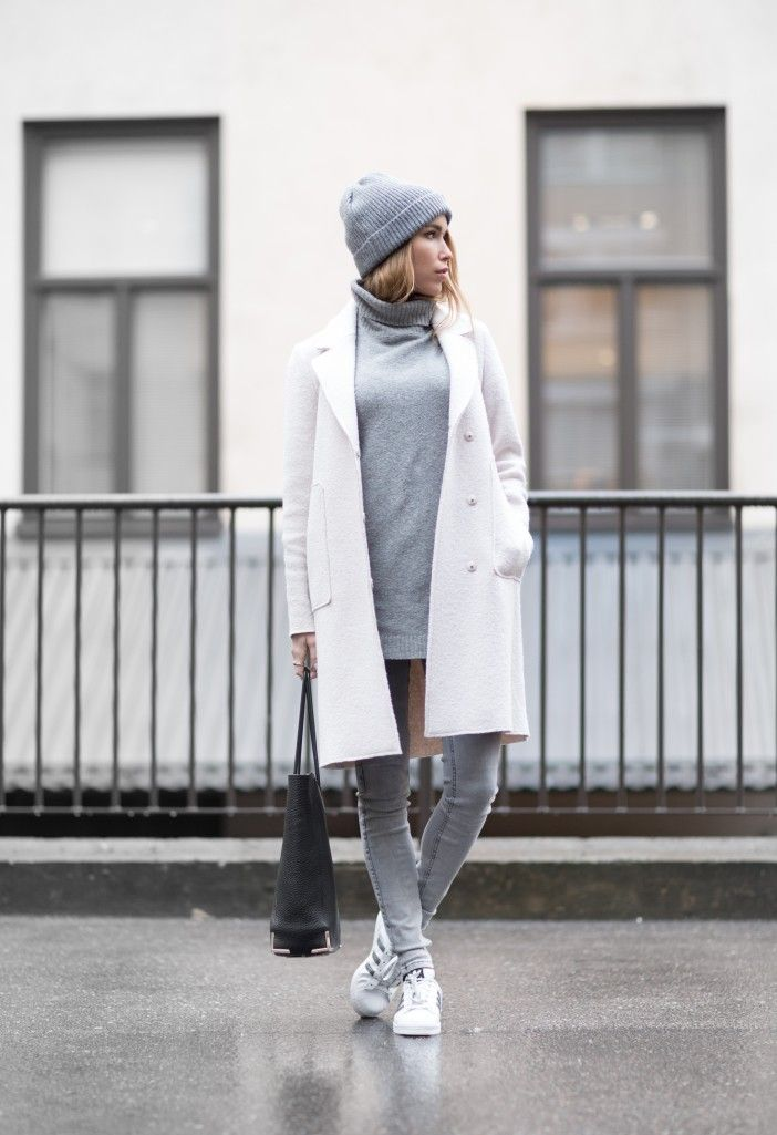 All grey outfits are a trend. Wearing skinny grey jeans with a matching sweater and beanie will allow you to recreate Julia Toivoloa's cool winter look. Coat: Zara, Sweater: BikBok, Jeans: GinaTricot, Bag: Alexander Wang, Beanie: Pieces, Shoes: Adidas Supersta