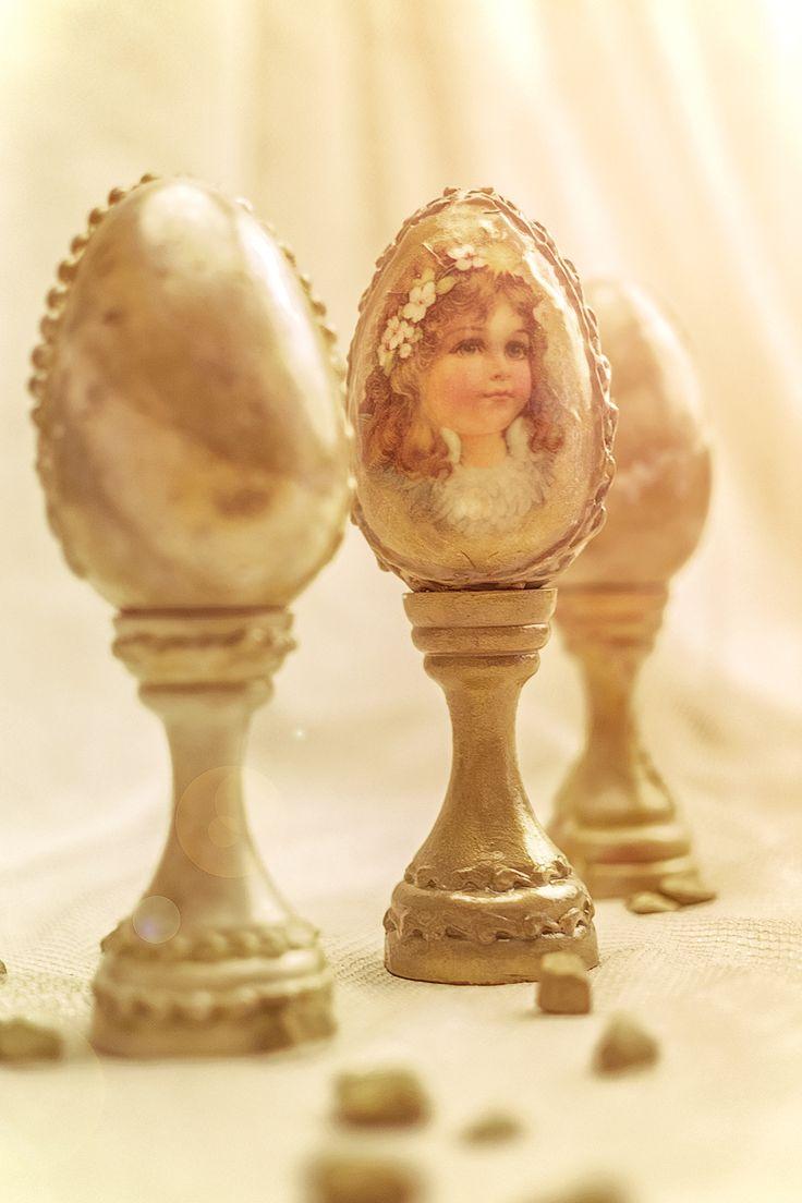 Ou Decorativ De Paste Cu Fetita Vintage