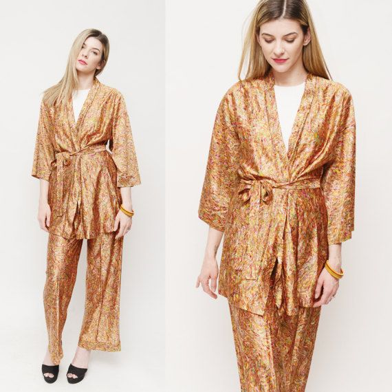 2 Piece 70s Outfit / High Waist Pants  Kimono by TheWanderly