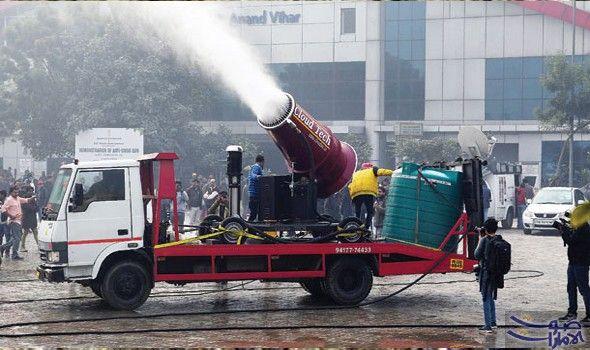 بخ اخ عملاق لمكافحة التلوث في العاصمة الهندية نيودلهي جر بت سلطات نيودلهي الأربعاء ما يشبه بخ اخا عملاقا في مسعى منها لإثبات عزمها مكافحة Trucks Vehicles