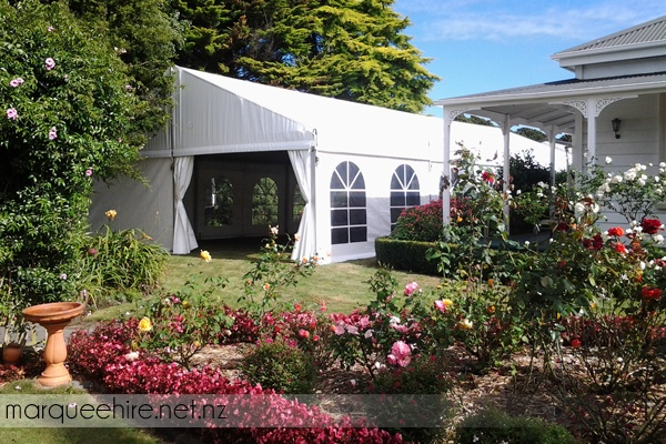 We installed this marquee amongst an amazing garden, was beautiful weather to boot!