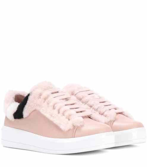 Sneakers in pelle con pelliccia | Prada