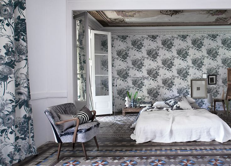 Designers Guild Amrapali - Fabulously painted floral bouquets in tones of grey.