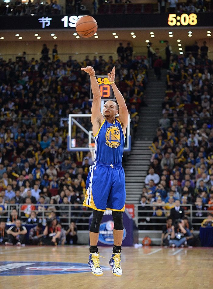 Stephen Curry struggled with his shot early but caught ...