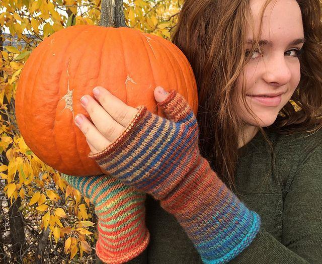 Ravelry: Teton November Mitts pattern by Selena Miskin