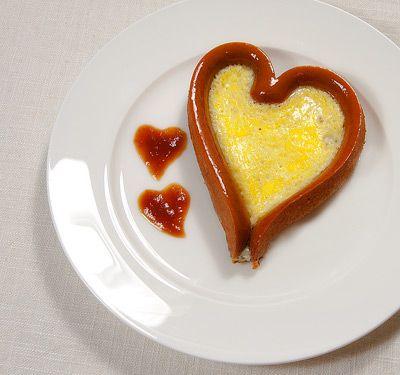 Valentine breakfast food idea http://irinascutebox.blogspot.com/2012/01/breakfast-idea-for-valentine.html?m=1