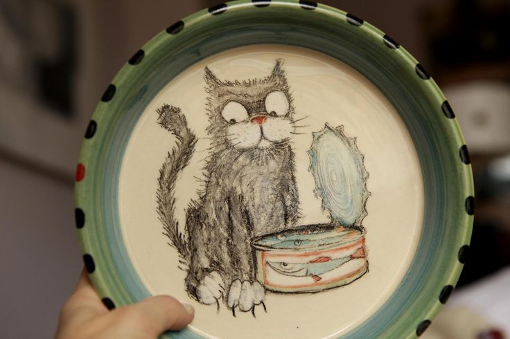 Kocour na rybách- velký ilustrovaný dětský talíř Točený talíř s malovaným mlsným kocourkem... 100% ruční práce, nikdy více se neopakující! *myška, myčka i mikrovl.t. vhodná *průměr 22cm