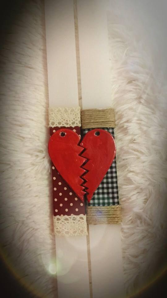 """Λευκές λαμπάδες με κόκκινη κομμένη πήλινη καρδιά. fb:Μικρά Δημιουργήματα """"fgr""""- Little Crafts """"fgr"""""""