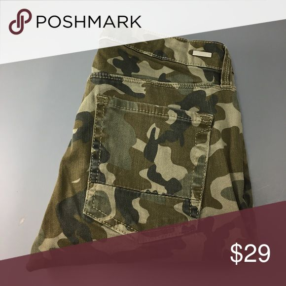 """💸Kendall & Kylie camouflage skinny pant size 25 💸Kendall & Kylie camouflage skinny pant size 25 inseam 25 1/2"""" and rise 8"""". Leg width opening is 4 1/2"""" across. Pant is crafted from a stretch camouflage material consisting of 64% Cotton 34% Rayon and 2% Spandex. Super cute skinny's! Kendall & Kylie Pants Skinny"""