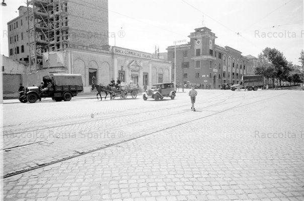 Via Ostiense angolo Via Pellegrino Matteucci prima dei bombardamenti del 1944.è visibile lo Stabilimento di arti grafiche Luigi Salomone Anno: 1940