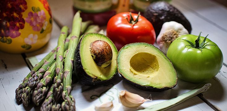 The vitamins that our body needs can be divided into two groups; those that dissolve in water and those that dissolve in fat. As the name suggests, fat-soluble vitamins are those that dissolve in fats. But what does this mean in practice?