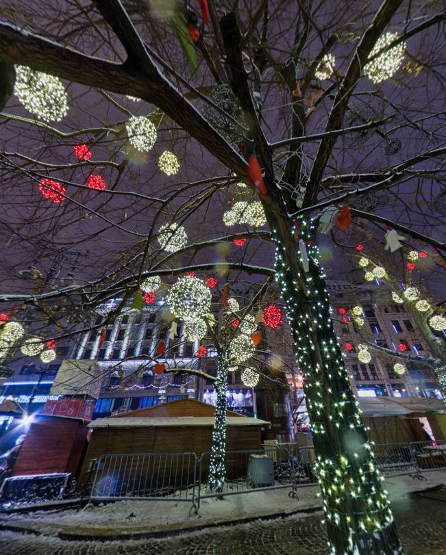 Christmas market, Budapest, by Takács István https://www.360cities.net/image/christmas-fair-budapest#693.49,-29.76,110.0